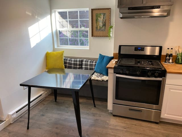Colorful Private 1 Bedroom Downtown Vallejo