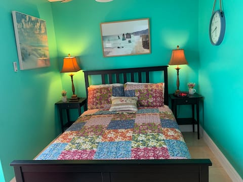 Cozy and quiet room in the heart of Kissimmee.