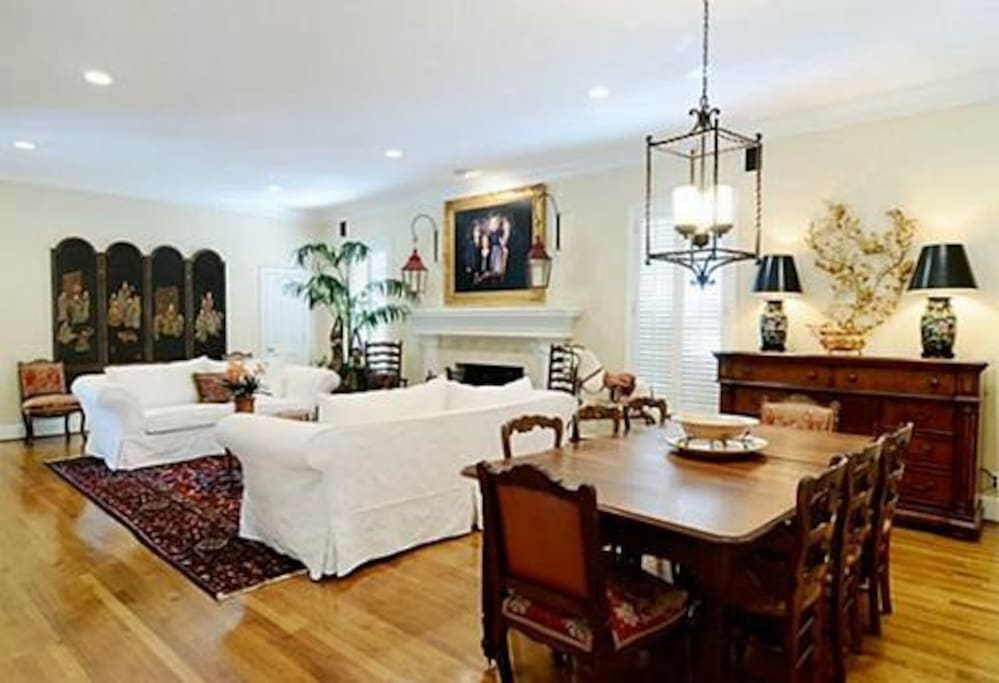 Casual Dining Area in Den with High Ceilings, Great for Entertaining