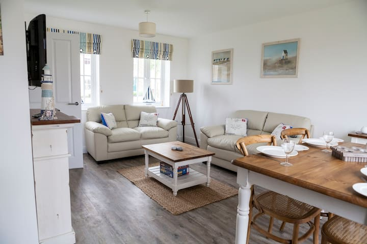 Lovely open plan lounge, dining area and kitchen.