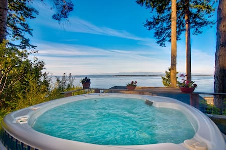 Whidbey Beachfront Luxury Compound - Greenbank