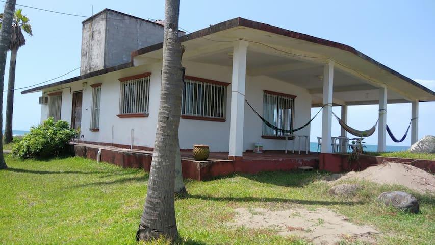 Costa Esmeralda casa frente al mar