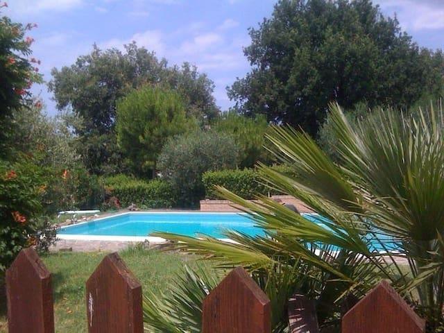 villa indipendente con piscina - Roncosambaccio