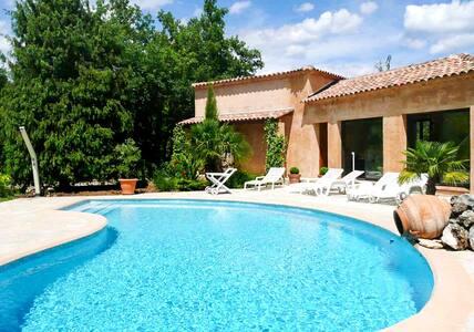 Luxuriöse Villa mit Pool - Saint-Cézaire-sur-Siagne