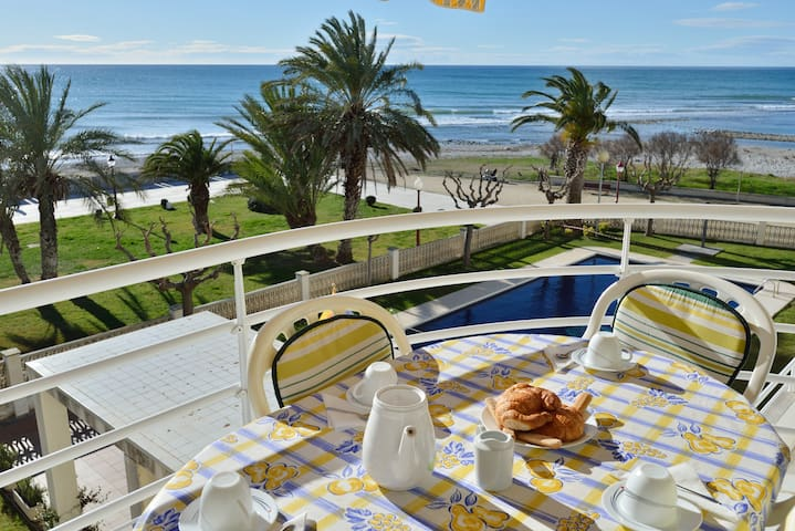 Sea views, Sound of waves, Swimming pool & Wifi - Cubelles - Ev