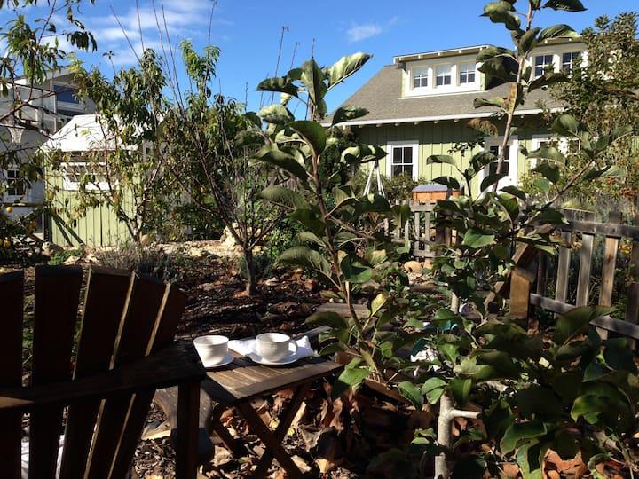 Garden Loft Apartment Near Beach