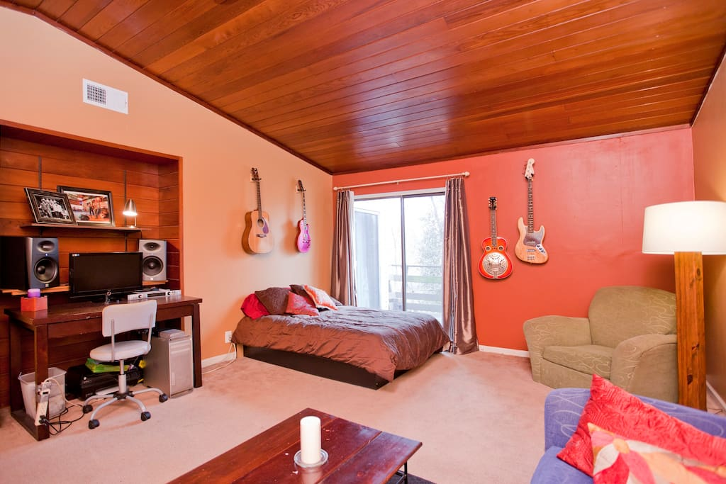 Master suite with desk, full size bed and instruments for jamming!