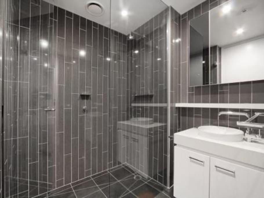 1 1/2 contemporary bathrooms