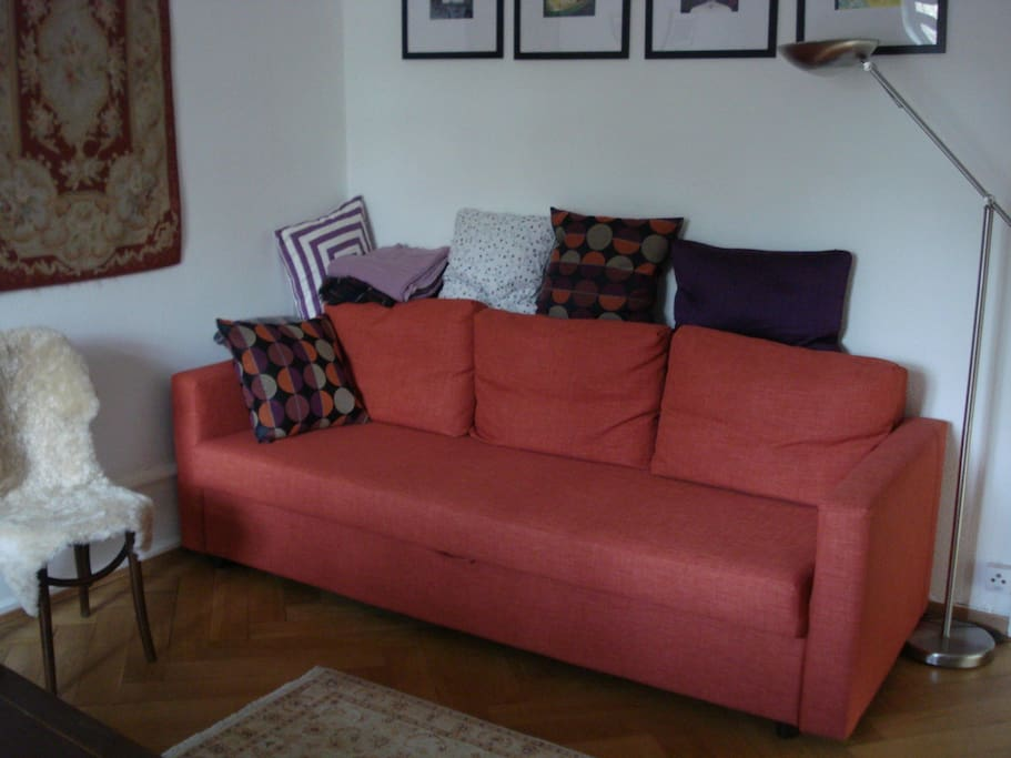 Sofa-bed for one or two people (140 cm when drawn out)