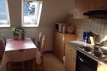 moderne Küche mit Essplatz für bis 5 Personen