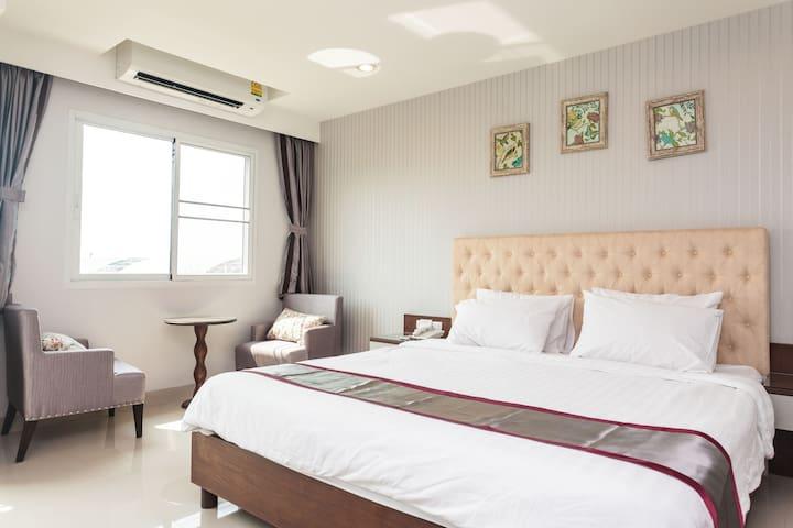 King-size bed apt near Suvarnabhumi - Bangkok  - Apartment