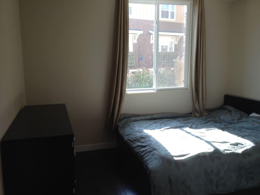 Queen size bed & dresser