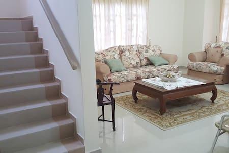 Homestay/Banglo Lavender Height Senawang/Seremban - Seremban