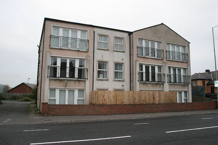 Excellent Location 2bed apartment - Glengormley