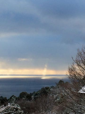 Views from Balmoral (Angel's ladder through  snowy clouds)