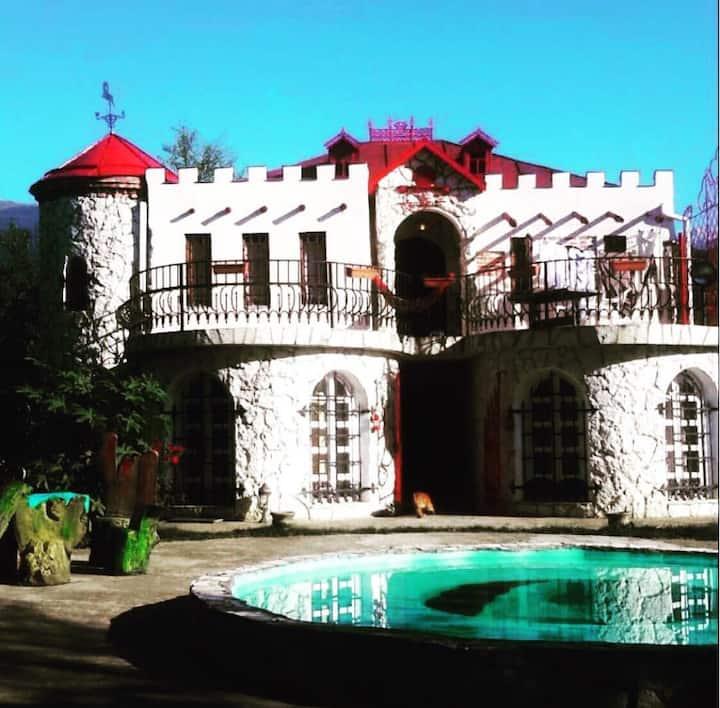 Уединённый отдых в горах          Замок Хаита