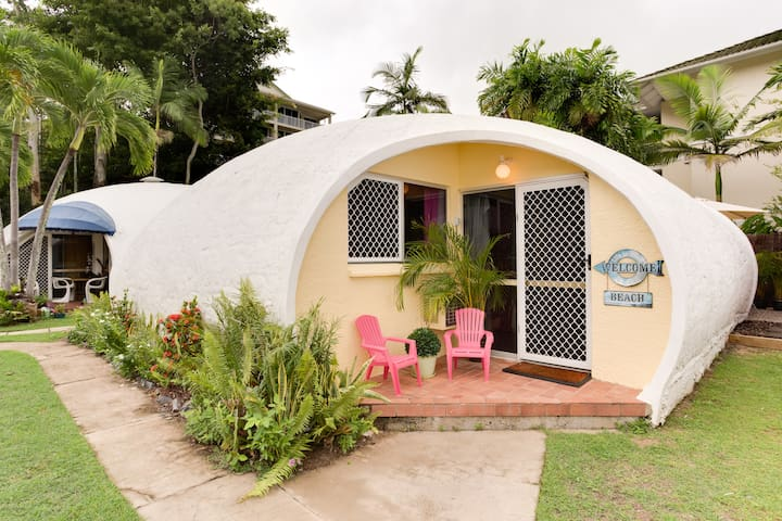 Igloo by the Sea #6- 1 bed + loft - Trinity Beach - Igloo