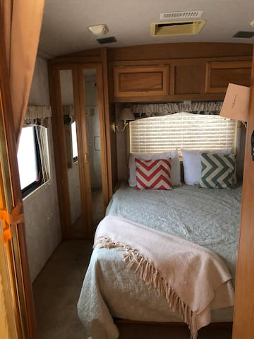 Camper! Budget traveler ⛺️ Access to 2 bathrooms