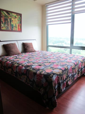 Burgos Circle 1BR great golf course view and wifi! - Taguig City - Appartement