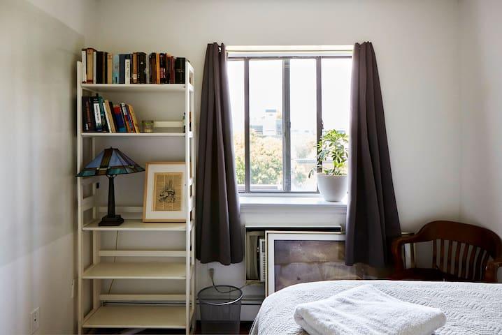Bright, Modern Room in East Village!