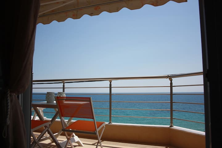 Above the Sea Apartment