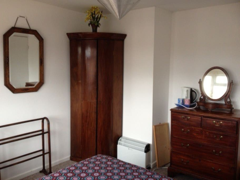Chest of drawers, corner cupboard & mirrors.