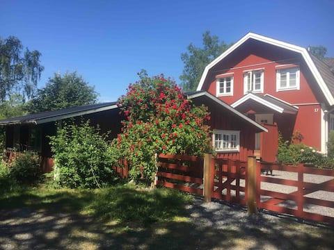 Venha à nossa casa de campo em Blidö, no arquipélago de Estocolmo