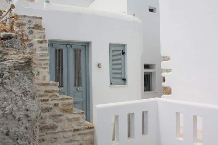 """""""MOUDA I""""  2room Studio Agean Vew  Naxos Old Town"""