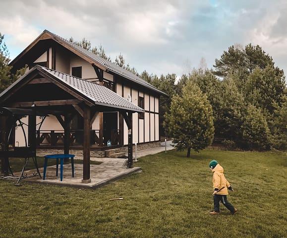 Дом целиком. Заокский район.  В окружении леса