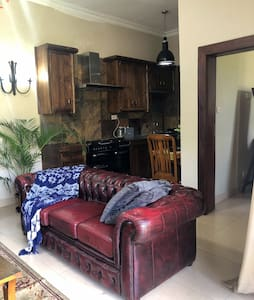 Modern 1 Bed Cottage with Free Parking + WiFi