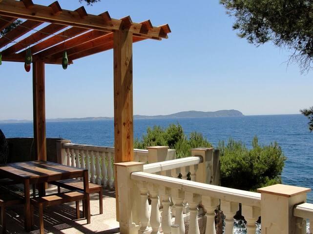 Maison au bord de la  Méditerrannée - Carqueiranne - House
