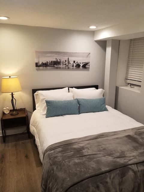 1 bedroom garden level apartment in hip NE MPLS