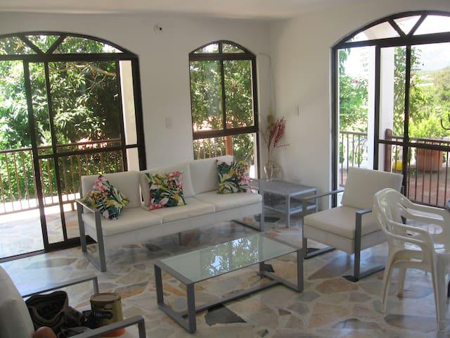 Hermosa casa piscina privada Melgar - Melgar - Rumah