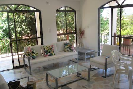 Hermosa casa piscina privada Melgar - Melgar - Casa