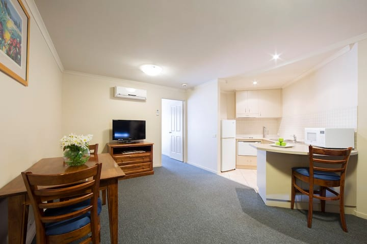 1BD Parklands Central (No cleaning Fee) free Wi-Fi