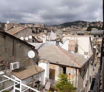 STANZA LUMINOSISSIMA VICINO ALL'ACQUARIO - Genova - Loft
