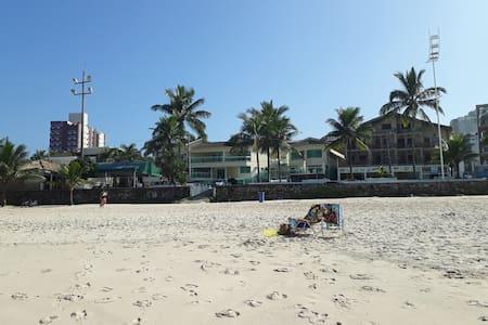 Apartamento pé na areia da praia do Tombo