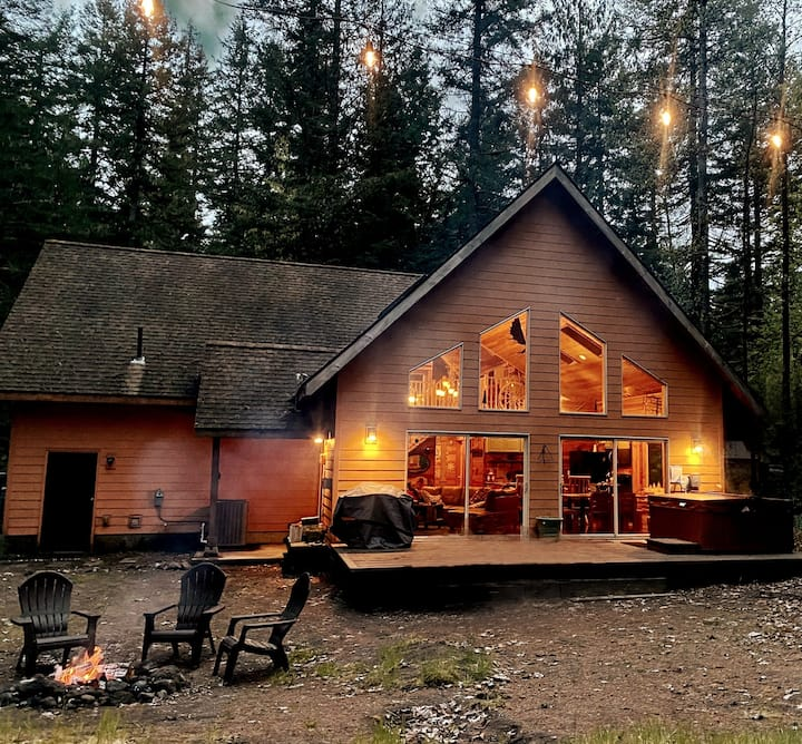 Cozy mtn retreat, ping pong, air hockey, hot tub!