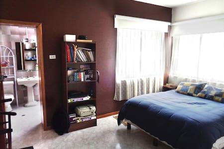 Private room in the heart of La Floresta - Quito - Casa