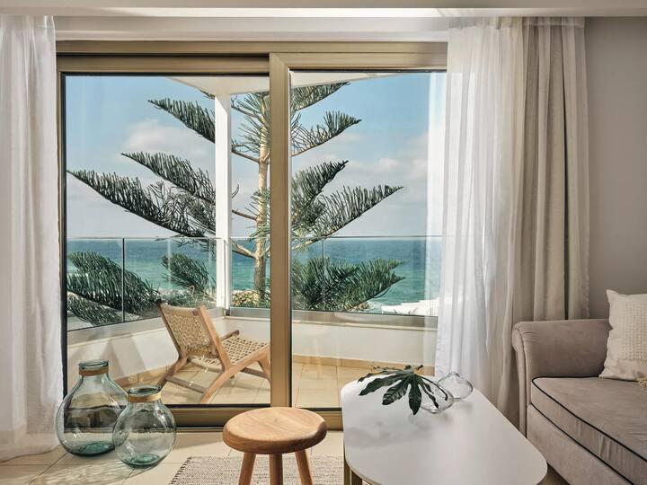 💖 Romantic Sea Front Escape w/ Private Terrace