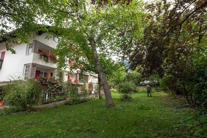 Zentral & ruhig gelegenes bayrisches Gästehaus