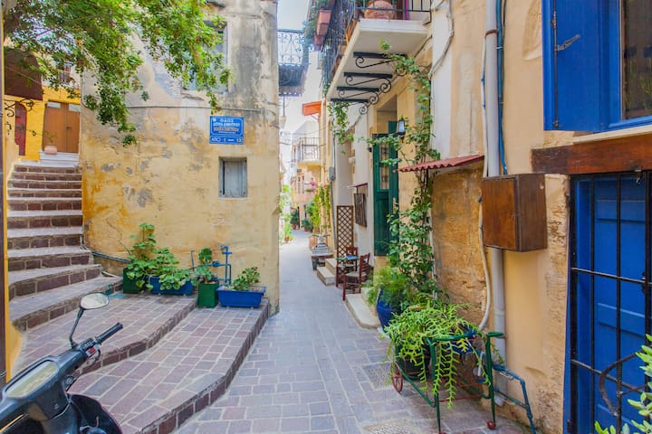 Cozy Apartment Nestled in Old Town Chania - Chania - Flat