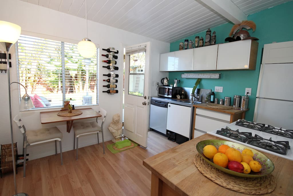 Full Kitchen with microwave, oven, toaster, sandwichmaker...pots and pans..for you to use