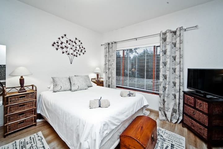 Deluxe Ensuite - Private and Classy - Bryanston - House