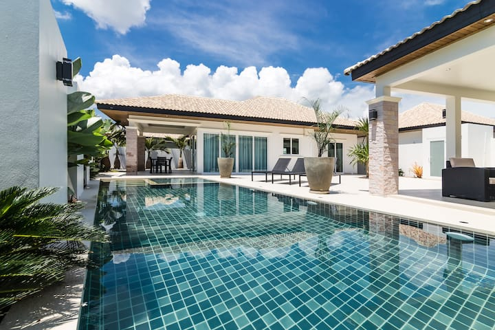 Beautiful house with guesthouse pool & garden 325