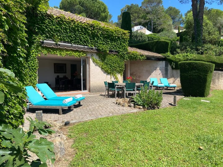 Charming villa in Private Domain in Mougins