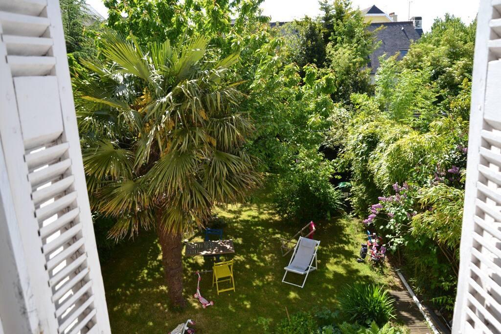 Vue du jardin depuis l'une des 3 chambres du 1er étage