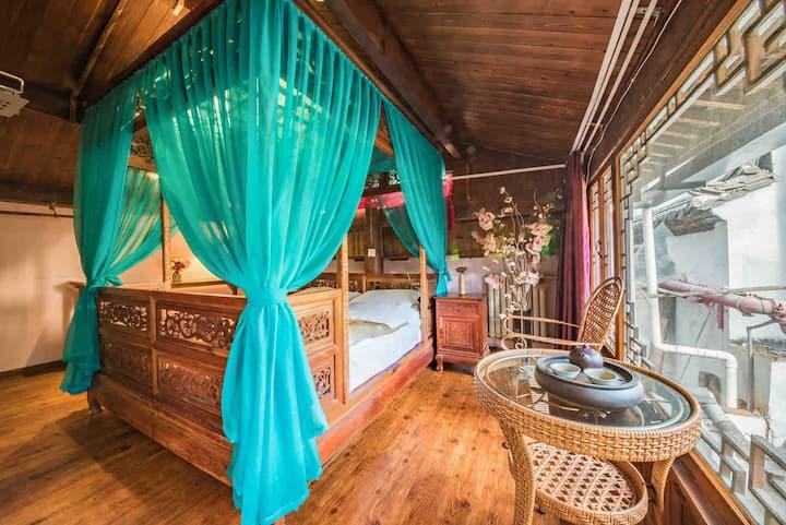 丽江古城内,中式雕花龙床,近木府四方街,二楼,大床适合一人或情侣入住