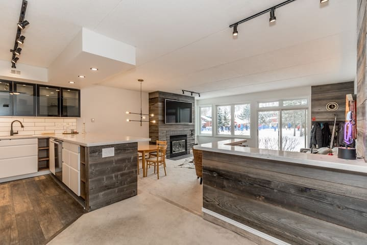 Ski In/Out, 2 BR ,Sleeps 8 Cachet Crossing(61378)