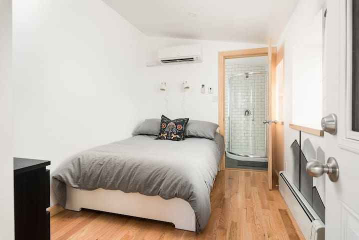 PERFECT CRASHPAD, DOWNTOWN OTTAWA (Unit 6)